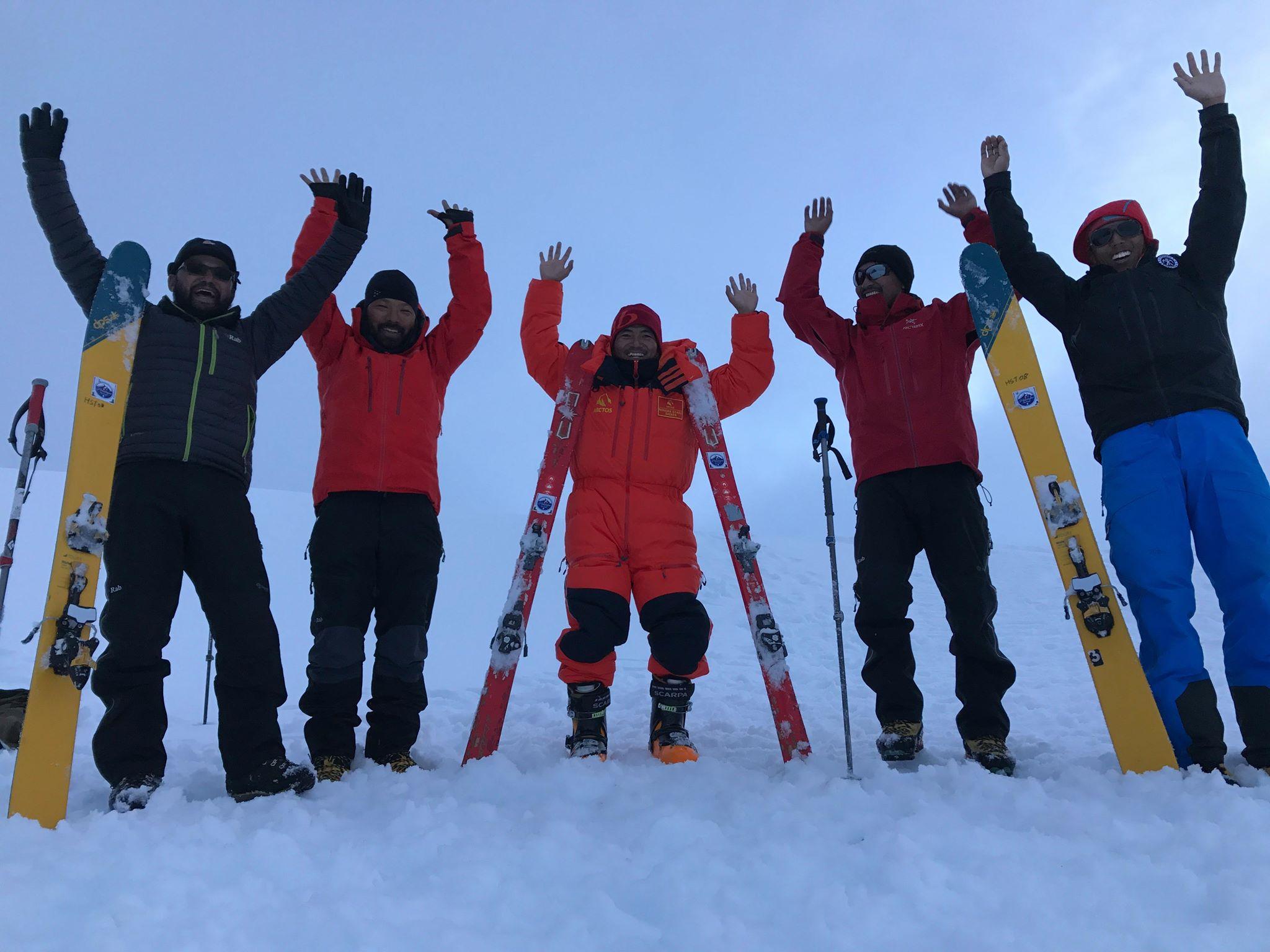 मुस्ताङ जिल्लाको मुक्तिनाथमा निशुल्क स्कि खेल हुदै
