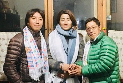 सगरमाथा आरोहण अभियानमा रहेकी डोमालाइ जापानका शेर्पाहरुबाट सहयोग