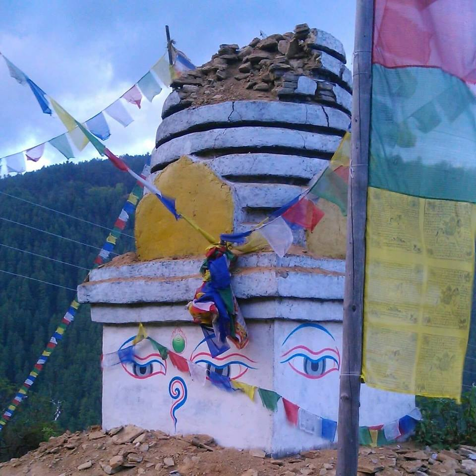 सोलुखुम्बु लुम्सावासी जुटे स्थानिय बौद्ध स्तुप पुन निमर्णमा