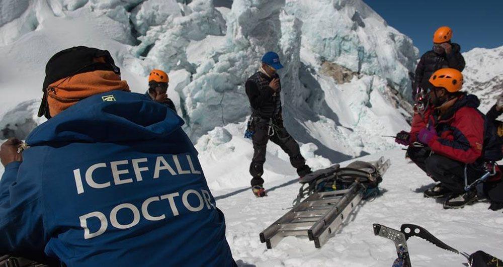 'आइसफल डाक्टर' सगरमाथा आधार शिविर पुगे