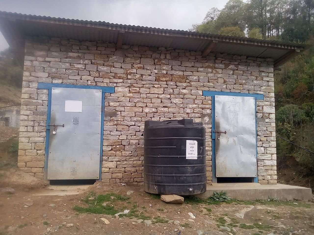 खिजिदेम्बामा जनप्रतिनिधिले सार्वजनिक सौचालय प्रयोग गर्न दिएन