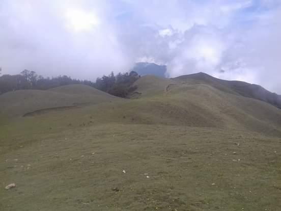 ओखलढुंगा जिल्लाको पर्यटकीय नयाँ गन्तव्य प्रबद्न गर्नु पर्नेमा पोकाली झरना र थोले देम्बा