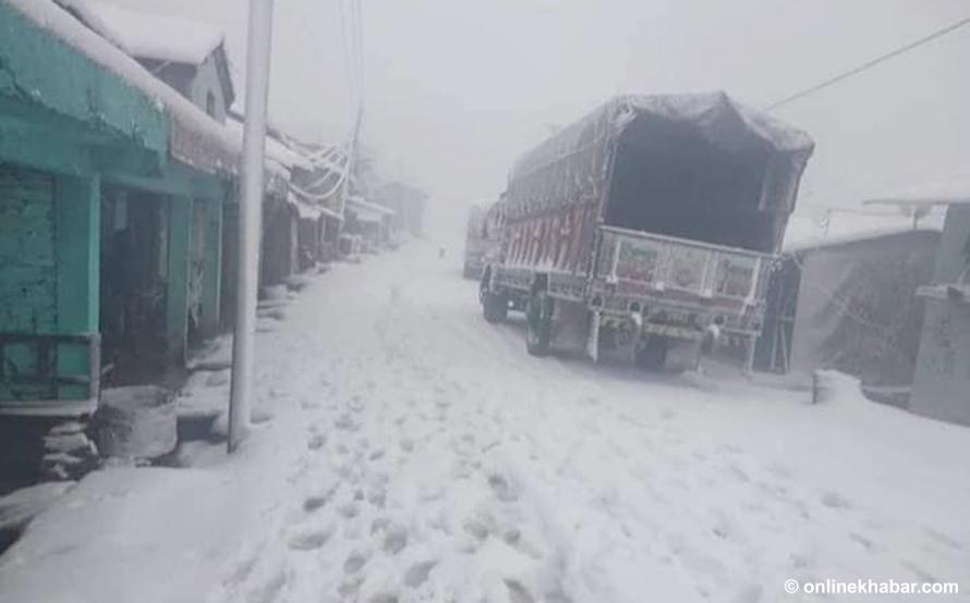 सुदूरपश्चिमका पहाडी जिल्लामा हिमपात, जनजीवन कष्टकर