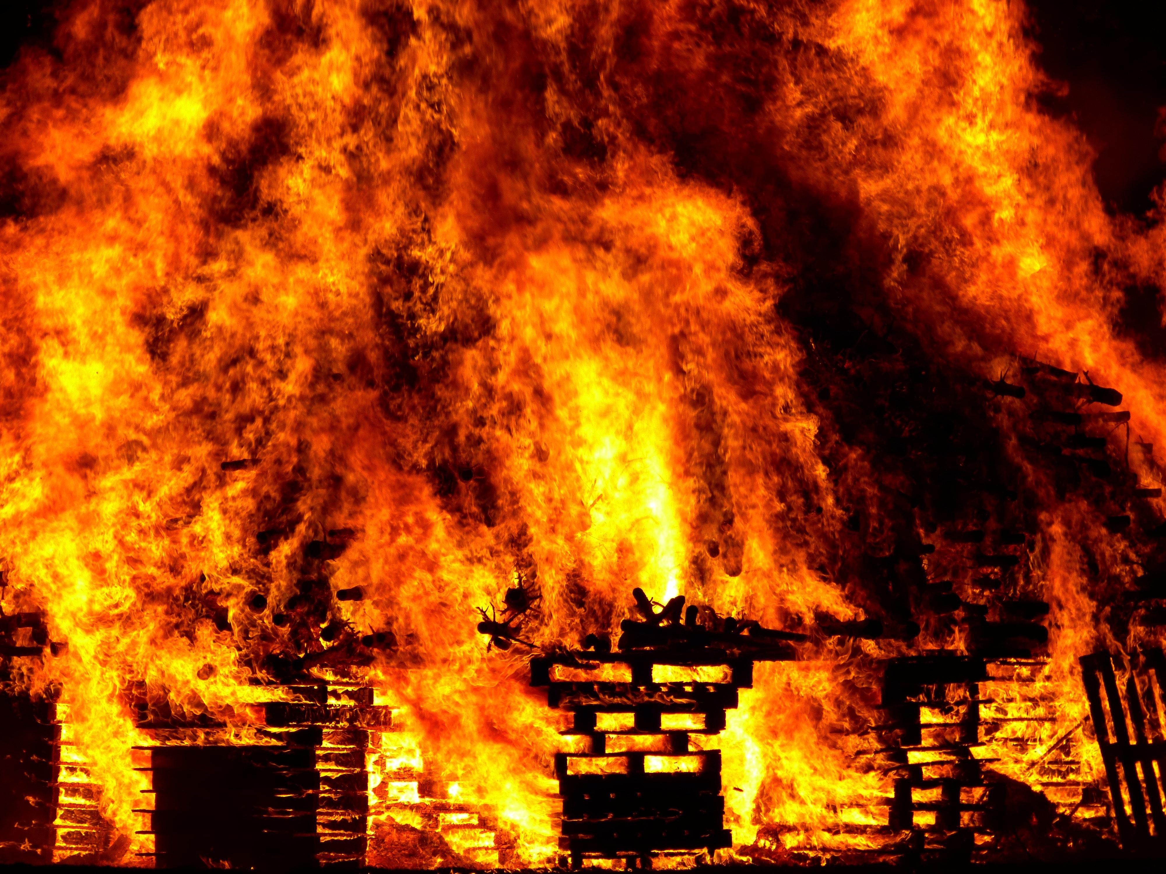 सोलुखुम्बु बेनिमा आगलागि घर पूर्ण रुपमा जलेर नष्ट