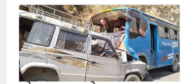 सोलुुबाट काठमाण्डौका लागी छुटेको जिप दुर्घटना, ६ घाईते ।