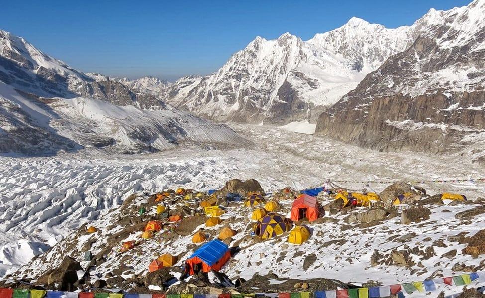कञ्चनजङ्घा आरोहण गर्न गएका दुई पर्वतारोहीको मृत्यु , एक सम्पर्कविहीन