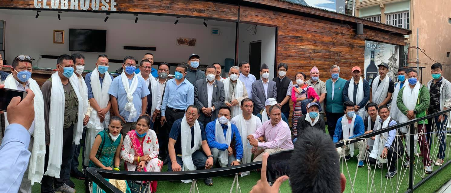पर्यटन क्षेत्रमा लागेका ३१ जना पर्यटन व्यावसायी, प्रख्यात आरोहीहरु नेपाली काग्रेसमा प्रवेश