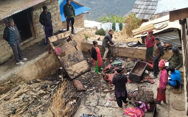 सोलुखुम्बु लिखुपिकेमा  बिधुत सट भएर एक घर जल्यो